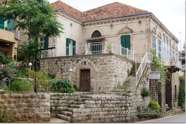 Discover lebanon image gallery old houses house in jounieh for Lebanese home designs