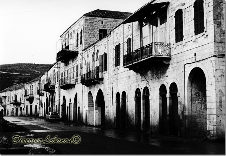 http://www.discoverlebanon.com/en/photos/data/media/11/11oldjounieh.jpg